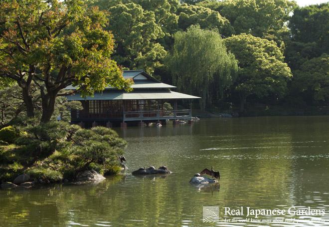 Teahouse in the Kiyosumi garden.