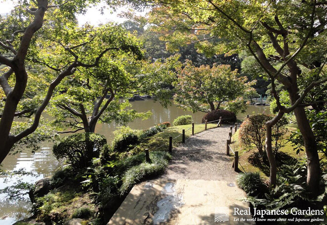 Path along the pond at the Kyu-Furukawa garden.
