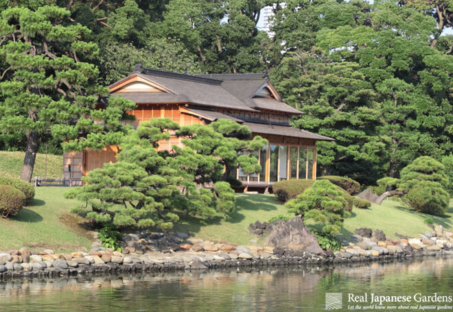 The matsu no ochaya, the pine teahouse at the shore of Hamarikyu's tidal pond.