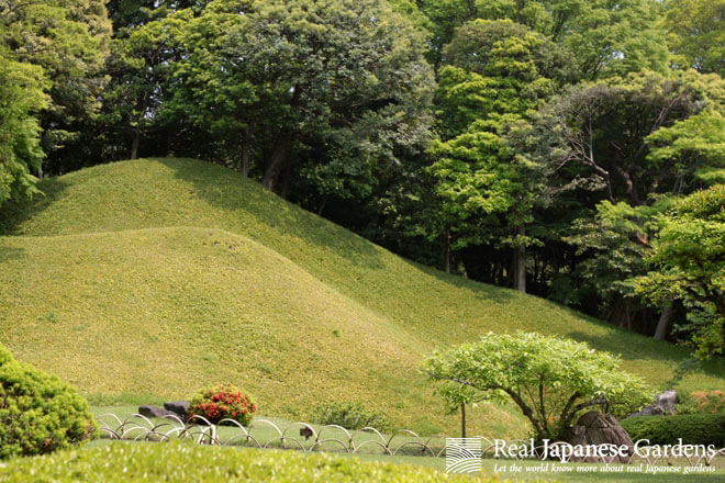 Sho-rozan's perfectly trimmed bamboo-covered slopes in the Koishikawa Korakuen in Tokyo.