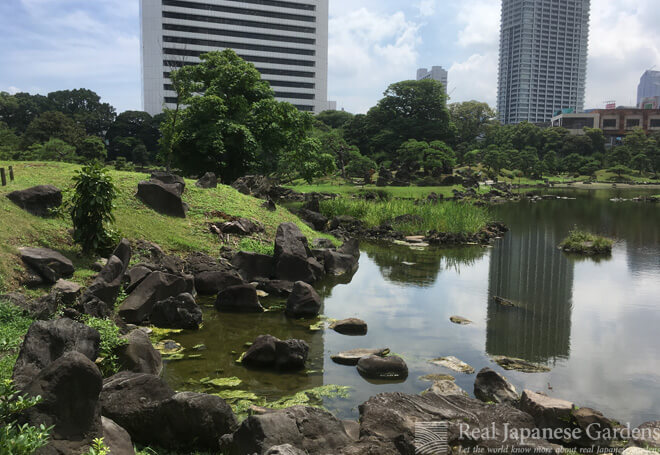 The Kyu-Shibarikyu Garden in Tokyo features a rocky shore and interesting stone settings.